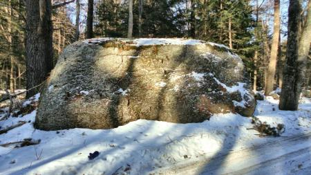 My mitten is in lower left, to give scale to this boulder!