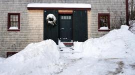 SnowBarndoorShovel